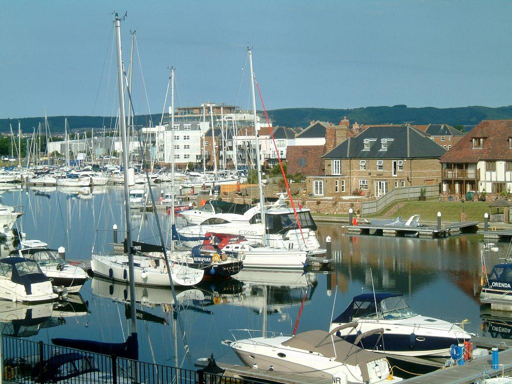 2 Bedrooms Flat for sale in Golden Gate Way, Sovereign Harbour North, Eastbourne